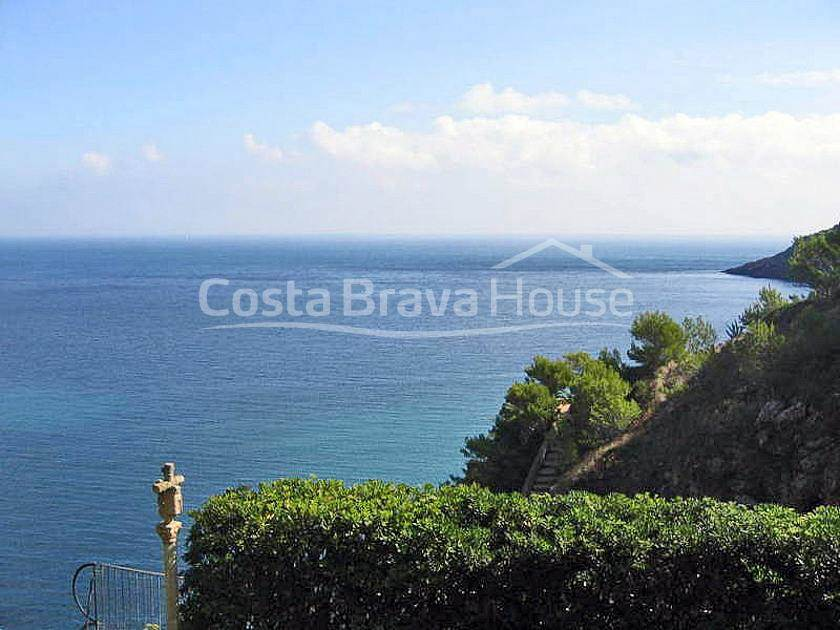 1024-06-1024-house-with-pool-on-the-sea-front-in-sa-riera-begur-costa-brava-06r.jpg