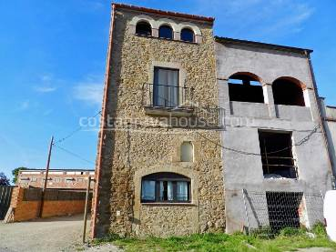 Rustic stone house to refurbish for sale in Fonolleres, Baix Empordà