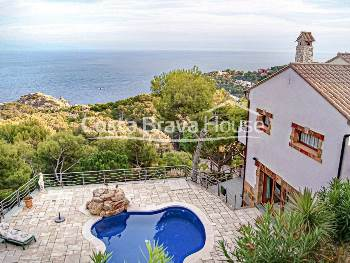 Mediterranean style house with incredible sea views and swimming pool for sale in Tamariu, in a privileged location 5 min drive from the beaches of Aiguablava and Tamariu