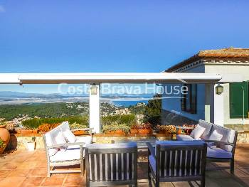 House with stunning sea views for sale in Begur