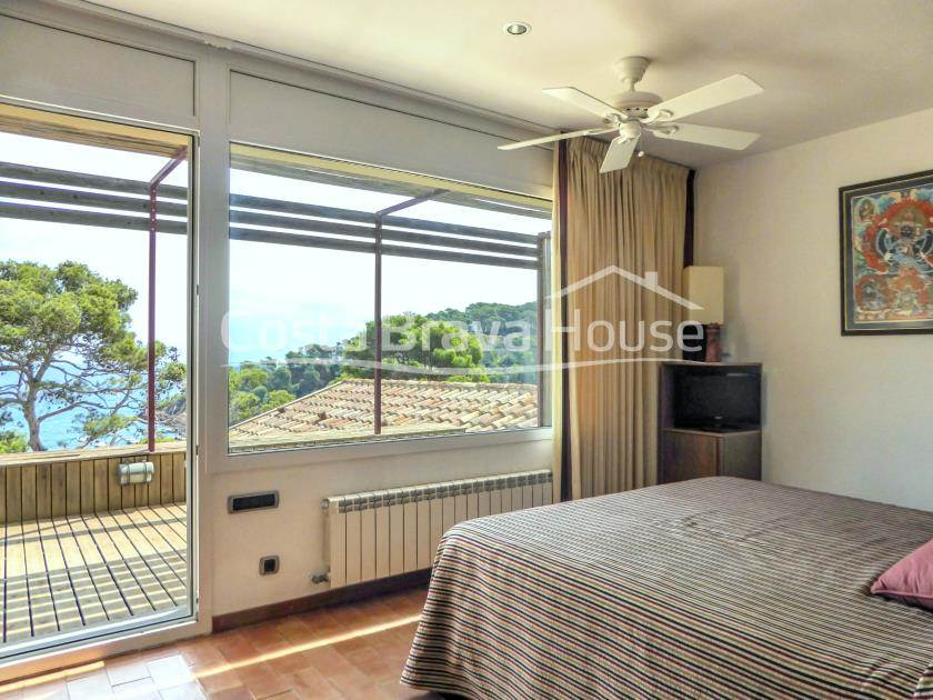 1719-21-1719-42-seafront-villa-with-direct-access-to-the-beach-of-sa-riera-in-begur-r.jpg