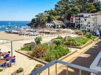 Two apartments with 3 bedrooms and 70 m² for sale in Sa Riera (Begur), incredibly located just a few steps from the beach and the se