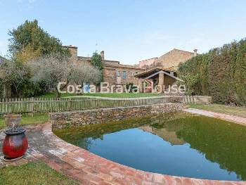 Impressive 18th century Catalan masia restored with exquisite taste for sale in a charming little village in the Baix Empordà, 10 min drive from the city of Pals and its beaches