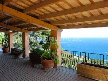 High standing villa with pool and spectacular sea views in Aiguablava (Begur) in exclusive residential area close to the beaches