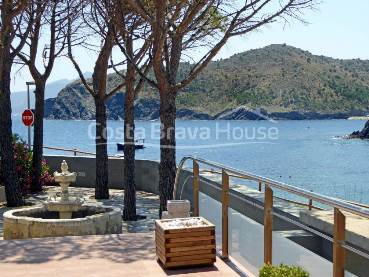 Front line house for sale in Cala Rovellada (Alt Empordà)