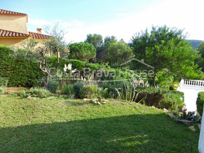 2175-10-2175-11-house-with-pool-for-sale-in-costa-brava-tamariu-r.jpg
