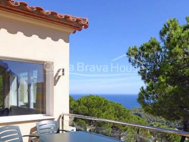 Villa with sea views and pool for sale in Sa Riera (Begur)