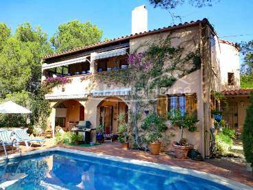 Pleasant Mediterranean style villa with garden with pool, porch with summer dining and barbecue, 1 km from Tamariu beach