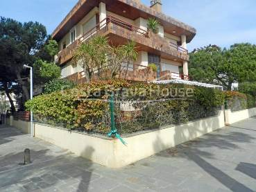 Apartment with terrace and garden next to the beach in Platja d Aro