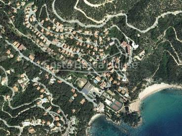 Land with sea views for sale in urb. Rosamar Sta Cristina d
