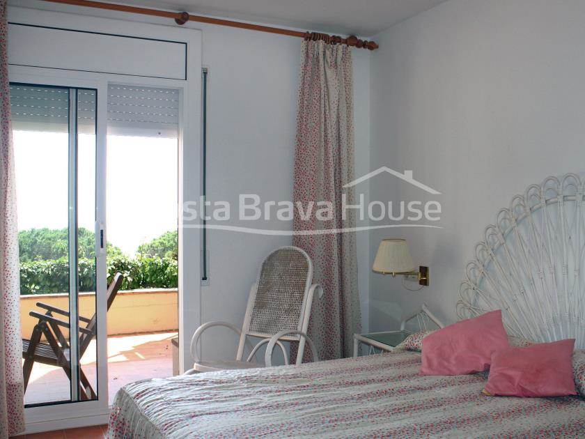 2283-08-2283-09-apartment-with-sea-views-for-sale-in-sagaro-r.jpg