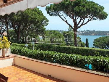 Apartment with terrace, sea views and pool for sale in S Agaró