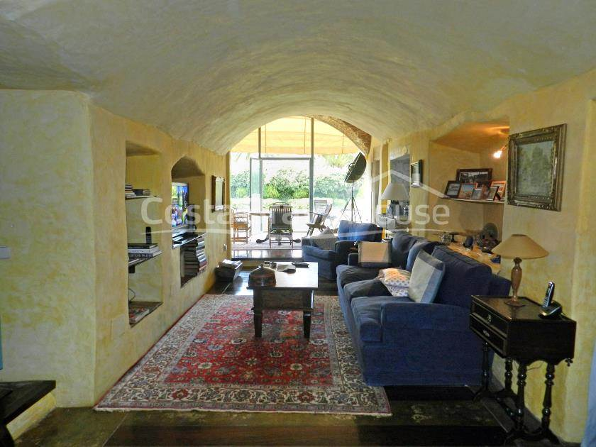 2291-24-2291-36-for-sale-magnificent-finca-with-large-plot-in-costa-brava-r.jpg
