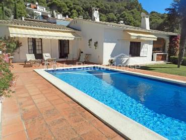 Cozy Mediterranean style house with spectacular sea views and enviable location just 150 meters from the waterfront in Aiguablava (Begur)