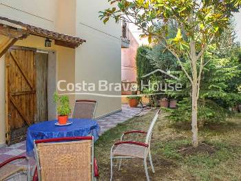 4 bedrooms end-of-terrace house with garden of 50 m² and garage, in a quiet residential area on the outskirts of Palafrugell