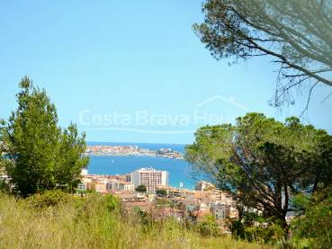 Plot with sea view and easy access to the beach to build 3 single family houses between Sant Antoni de Calonge and Platja d'Aro.