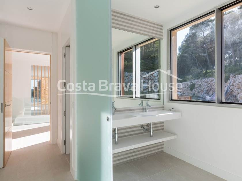 2339-19-2339-08-kz-luxury-house-with-pool-and-sea-views-in-begur-aiguablava-r.jpg