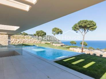 Luxury house with pool and sea views in exclusive development in Aiguablava (Begur), with restricted access and private security