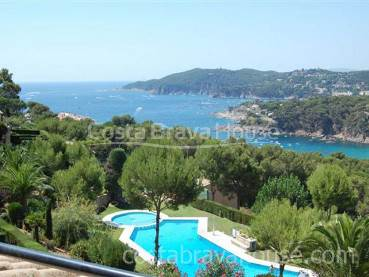 House for rent in Llafranc with sea views, pool and parking