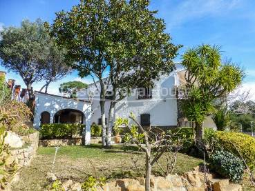 "Four bedroom house for sale in Calonge, in the urbanization ""Finques Verd"", 5 minutes drive from the beach of Sant Antoni and Palamós"