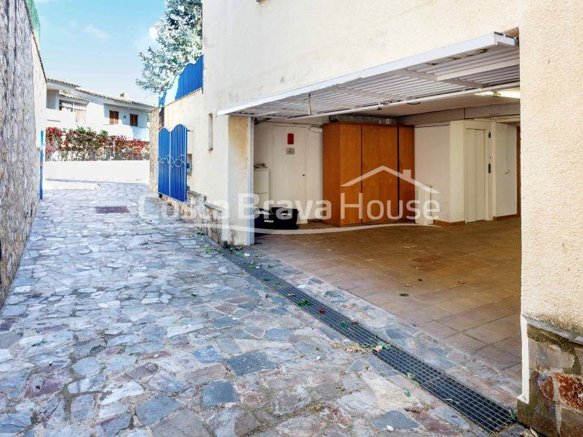 2385-32-2385-45-luxury-villa-for-sale-near-platja-d-aro-city-center-r.jpg