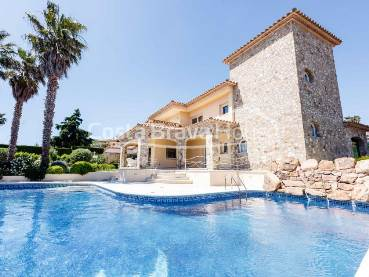 Luxury villa near the beach and shopping area of Platja d