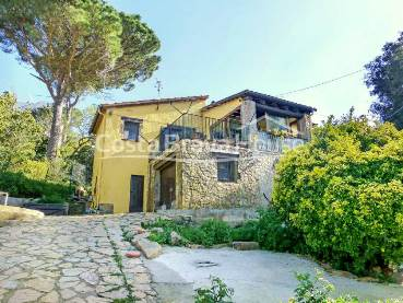 Rustic house for sale on the outskirts of Begur