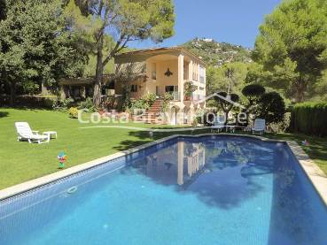 Spectacular luxury villa with sea views and pool located 10 min from the beach, in the heart of the urbanization Aiguablava de Begur