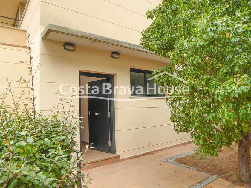 2425-13-2425-17-semi-detached-house-with-pool-for-sale-in-begur-cap-sa-sal-r.jpg