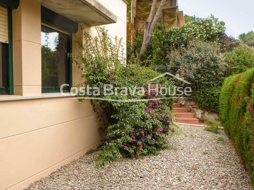 2425-14-2425-18-semi-detached-house-with-pool-for-sale-in-begur-cap-sa-sal-r.jpg