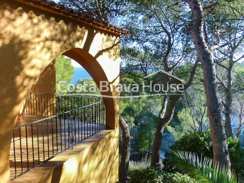 08-villa-with-sea-views-and-pool-for-sale-in-tamariu-aigua-xelida-r