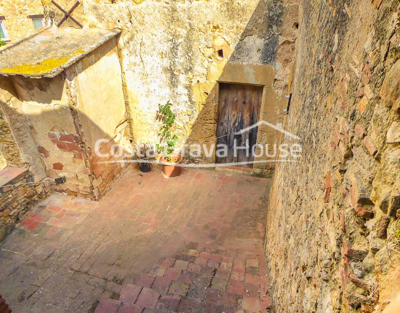 14-authentic-catalan-farmhouse-to-reform-inland-costa-brava