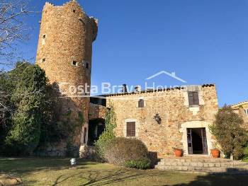 Medieval stone house rehabilitated for rent near Calella and Llafranc