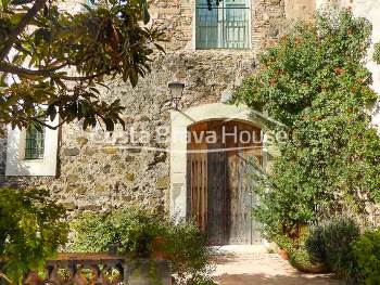 Charming tastefully renovated stone house in historic center of a lovely medieval village in Baix Empordà, not far from Costa Brava beaches