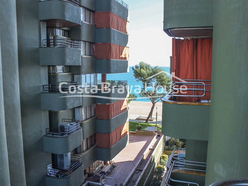 2-apartment-for-sale-next-to-the-beach-in-platja-d-aro-r