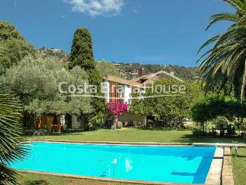 Magnificent vintage style villa with lush garden with pool, on 2,900 m² plot near Cala Fornells in Aiguablava, Begur