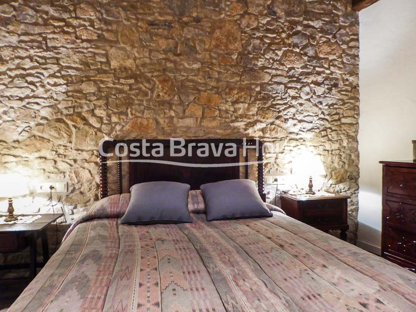 25-old-renovated-stone-house-for-rent-in-sant-feliu-boada-baix-emporda-r