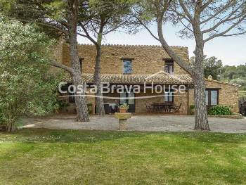 Charming property for annual rent in Sant Feliu de Boada