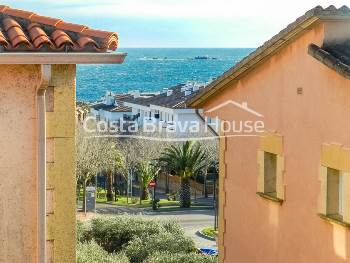Semi-detached house for sale in Calella in nice residential complex