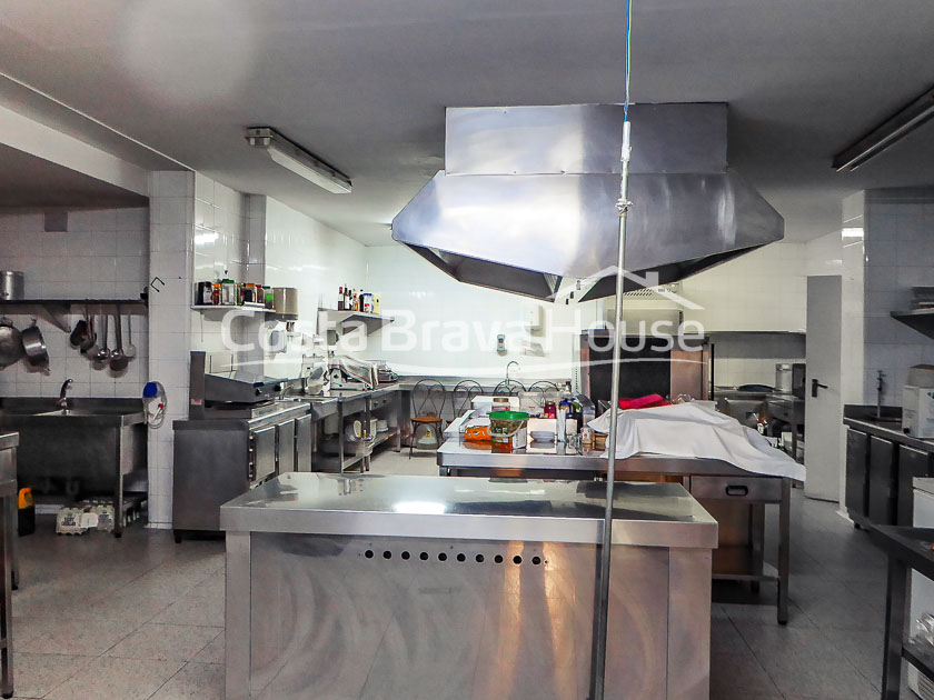 16-charming-hotel-for-sale-in-a-beautiful-place-in-alt-emporda
