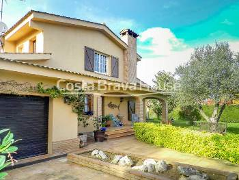 4 bedroom house with garage and garden for sale in Mont-ras