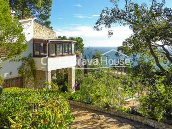 House with pool and sea views for sale in Calella Palafrugell