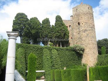 13th century castle perfectly restored for sale in Baix Empordà