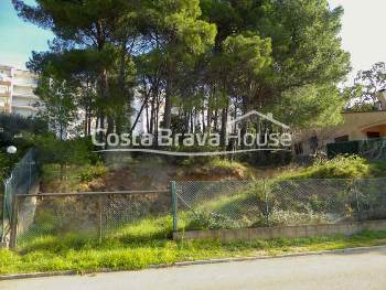 Plot well located in Tamariu, less than 10 min from the beach, to build a house of 350 m² with 2 floors and garage
