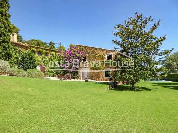 Country house for sale in Montras fully renovated with exquisite taste