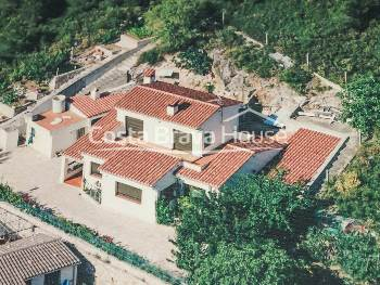 House for sale in Begur, 5 minutes walking from the city center, in a quiet residential area with good access to the beaches of the area