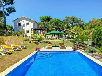 House for sale in Tamariu with 1600 m² of land and garden with pool