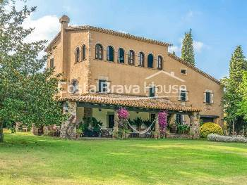 Charming Catalan stone house for sale in Mont-ras with 15,000 m² of land