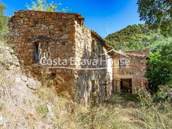 Stone house in ruins to be rebuilt for sale near Platja d Aro