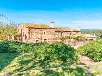 Rural tourism house for sale, between Llagostera and Romanyà de la Selva with 7 hectares of land